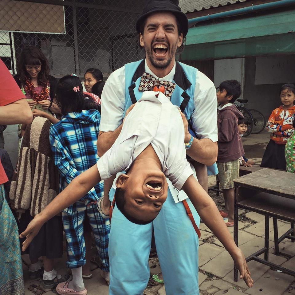 Guillaume Vermette Clown Humanitaire Thaïlande enfant